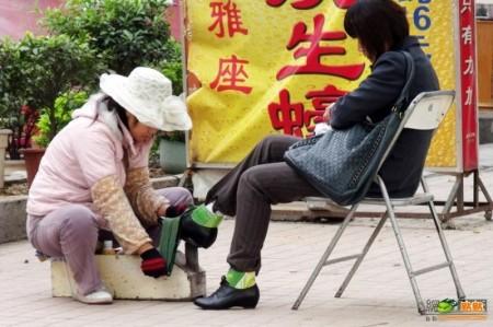schoenpoetser_china_1