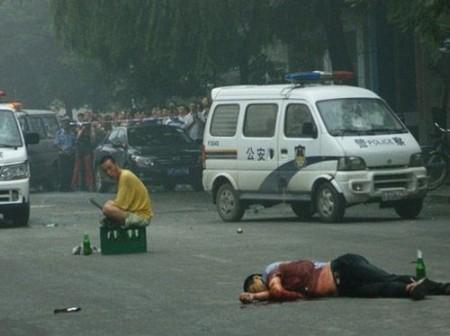 china-politieman-neergestoken-1