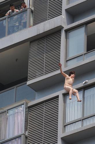 zelfmoord-china-naakte-vrouw-4