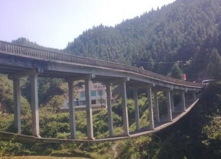 bizarre-brug-china-1