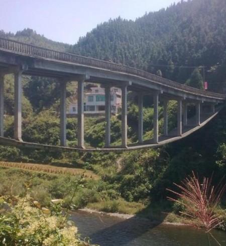 bizarre-brug-china-2