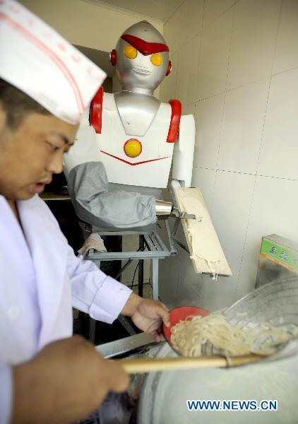 robot-maakt-noedles-in-china-3