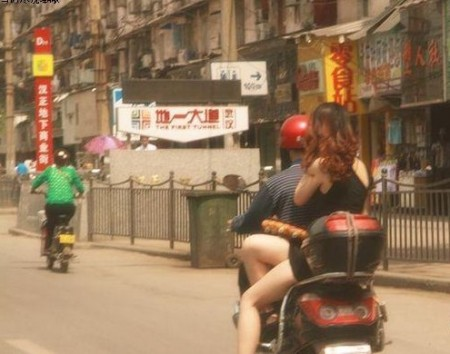 meisje-scooter-china-3